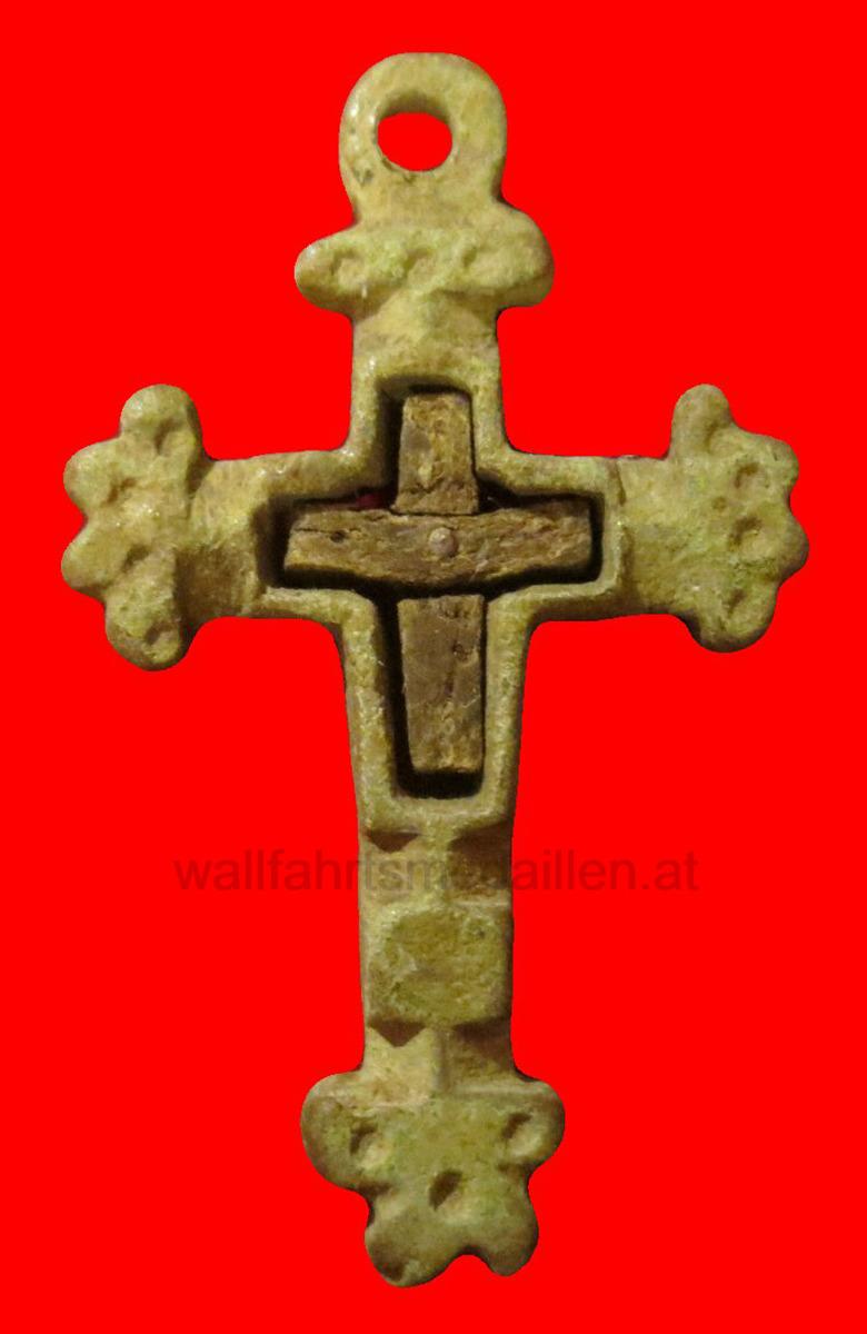 Lateinisches Sterbekreuz mit Holzeinlage.