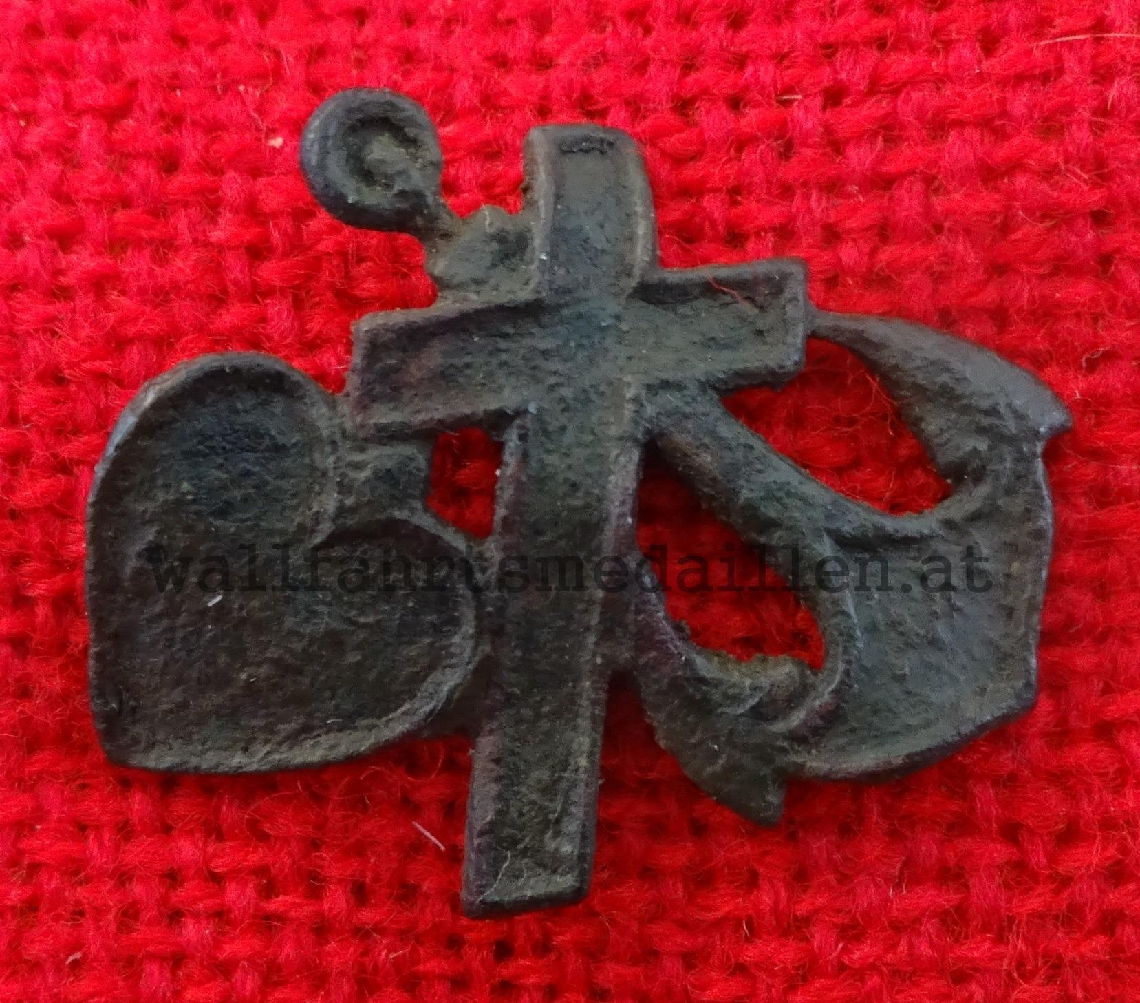 Kreuz, Anker, Herz - Die drei göttlichen Tugenden