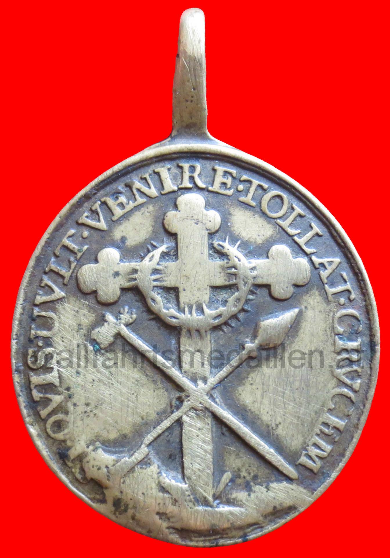 Ein Dreipass Kreuz umgeben von den Leidenswerkzeugen.